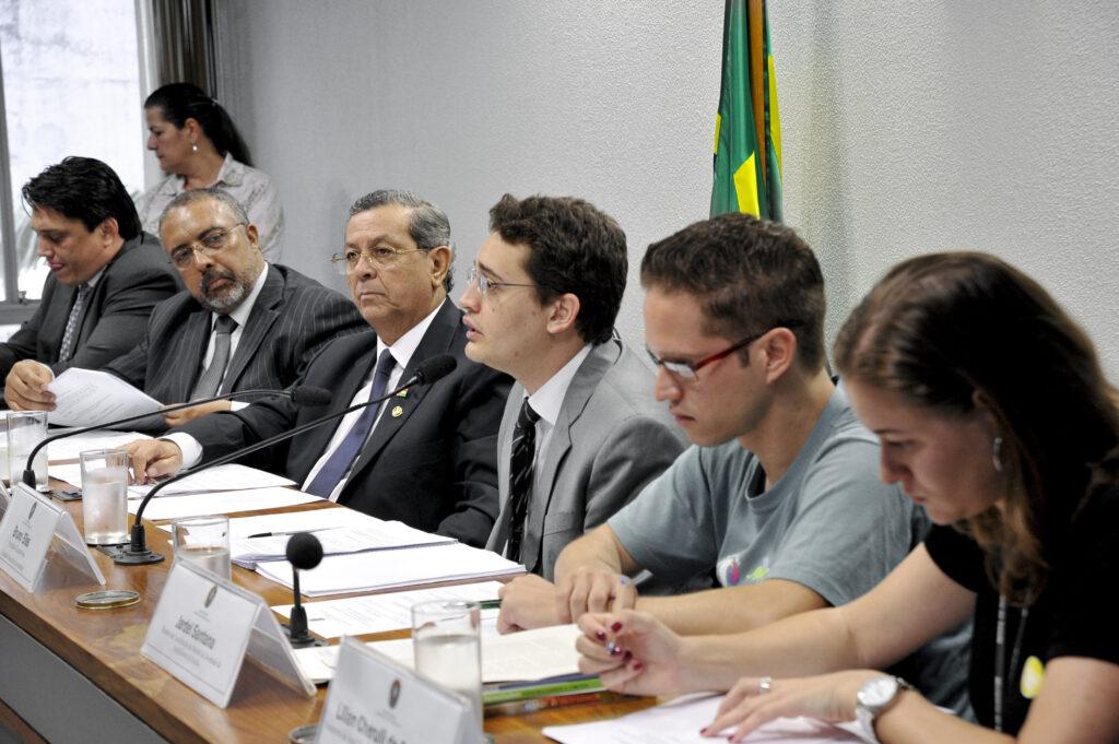 Representantes da PJ participaram do debate sobre o Estatuto da Juventude, no Senado. Entre eles, Jardel Santana (o segundo a partir da direita).