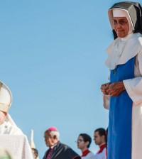Regina Braga em cena de 'Irmã Dulce'; no filme de Vicente Amorim, a atriz interpreta a religiosa na velhice (Foto: Ique Esteves/Divulgação)
