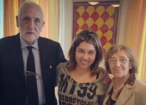 Luciana, em encontro com Rugero e Maria Teresa, os pais de Chiara
