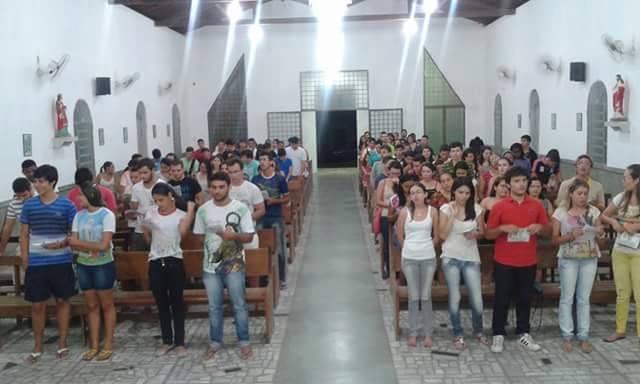 Juventude de Santa Luzia na Igreja de São José Operário
