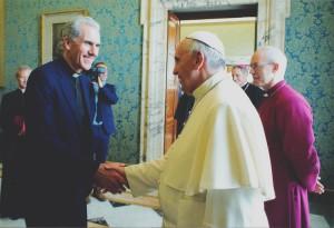 Nicky Gumbel com o Papa Francisco, no Vaticano. Foto: Grupo Alpha.