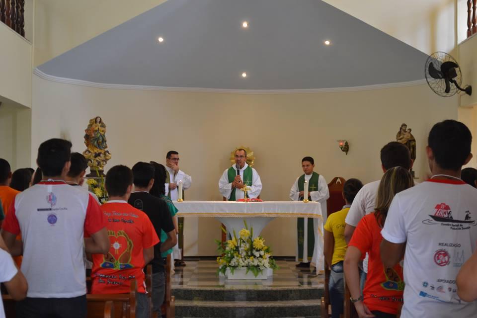 Pe. Toninho celebra missa de acolhida dos jovens no Encontro de Formação para Líderes Jovens