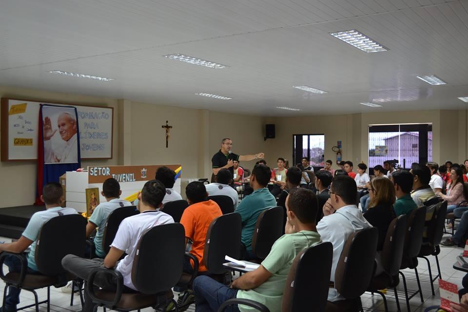 Jovens participam de Formação para Líderes com Pe. Toninho no Centro de Treinamento de Sobral