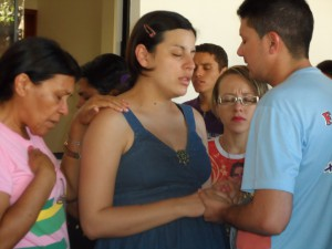 Suzana (grávida do segundo filho) e Raimundo no Grupo de Oração Jesus Te Ama.