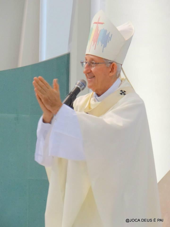"""Dom José Antonio: """"Somos chamados ao serviço do altar""""."""