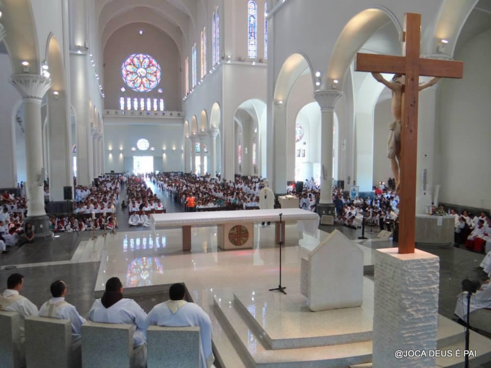 Missa reuniu cinco mil coroinhas, coletou mais de uma tonelada de alimentos e é preparação para a Jornada Vocacional de 30 de agosto