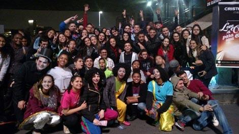 A juventude da Comunidade Aliança de Misericórdia reunida na Cristoteca