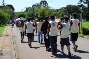 Caminhada em Curitiba. Chegada da cruz ao hospital de hansenianos. Foto: Bruna Oliver.