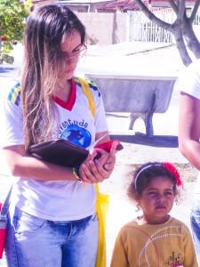 Visita às casas durante a experiência missionária.