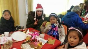 Poliana e Crianças do orfanato